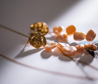 40代ファッション ゴールドアクセサリー GU オススメ 上品コーデ 使用感 感想