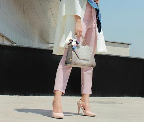 スーツ2 衣装 鈴木保奈美 靴 バッグ チカ ファッション