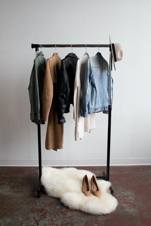服の処分 買いすぎ もう御免 買うより借りる レンタル服向き タイプ 3選